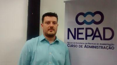 Egresso de Administração que cursa mestrado em Portugal visita o IPA