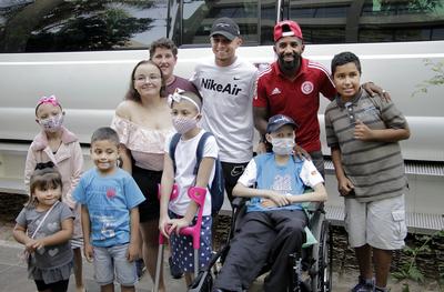 Cursos de Comunicação do IPA realizam cobertura para Instituto do Câncer Infantil em ação com jogadores de futebol