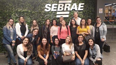Acadêmicos do curso de Farmácia realizam visita técnica ao SEBRAE-RS
