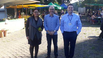 Reitor visita a feira Quintanda Orgânica, organizada na entrada do IPA