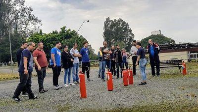 Representantes da CIPA realizam treinamento de combate a incêndio