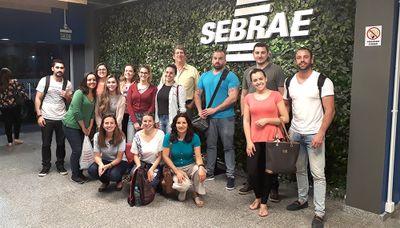Alunos de Nutrição fazem visita ao Sebrae/RS