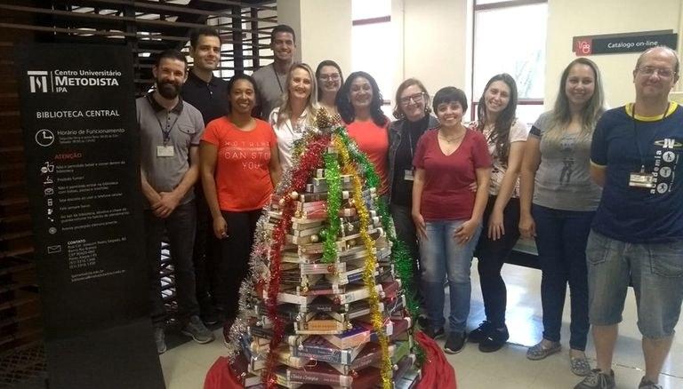 Montada com livros pelos colaboradores da Biblioteca Central, ação arrecada alimentos para instituições assistenciais