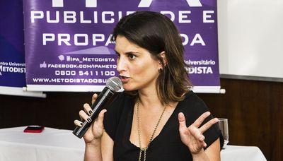 Liana Bazenela é destaque durante o lançamento da Revista Práxis